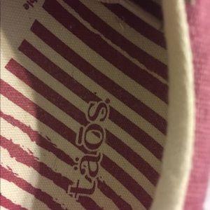 Taos sneakers size 8